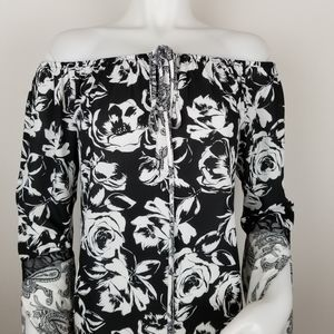 White House Black Market XS Floral Bell Sleeve Top